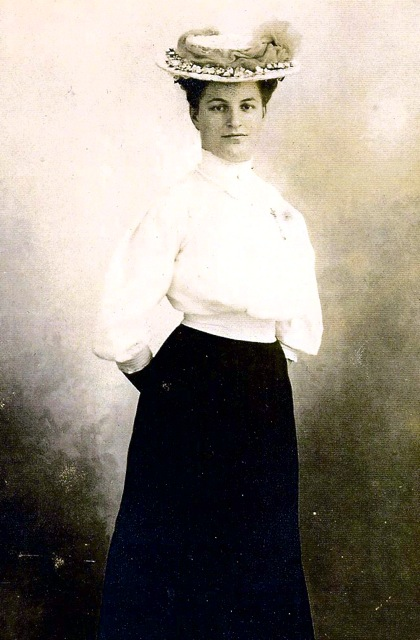 Maria Louise Roth Mary Roht was born 9/12/1885 to Johannes Roth & Anna Shuster.  She married Isaac Sumner Redlon in 1909 in Middleborough,  MA.  USA.  They had 4 children.  Mary died on 12/25/1956 in Middleborough,  MA.